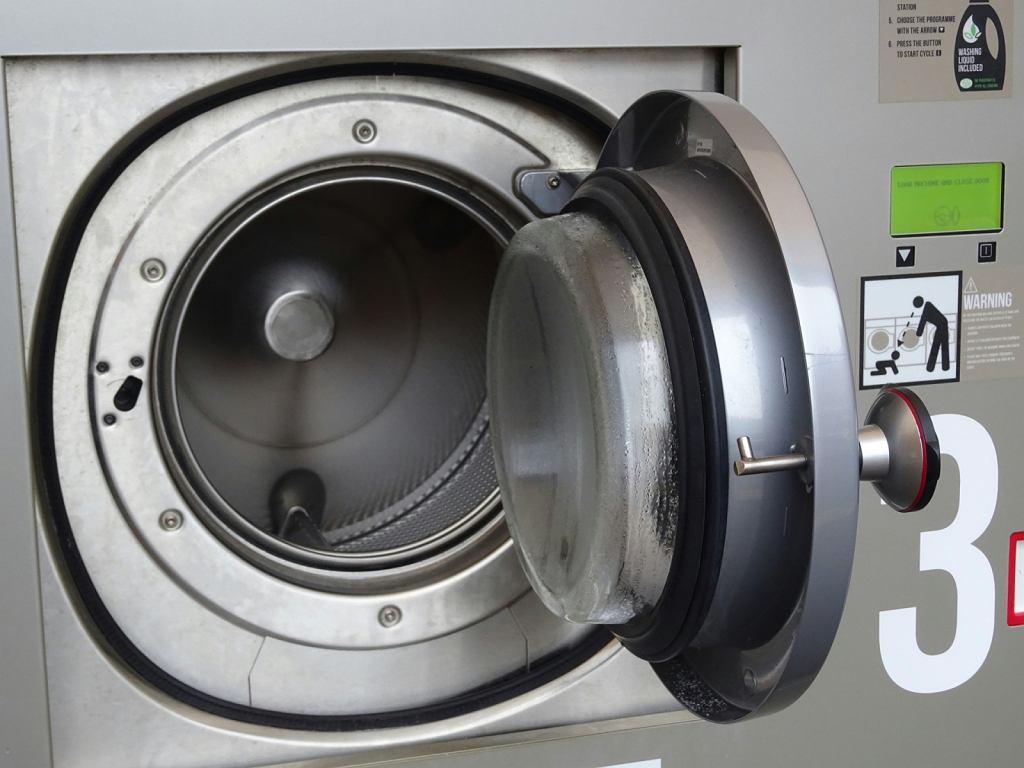 Drzwi od pralki są zawsze wklęsłe. Dlaczego?