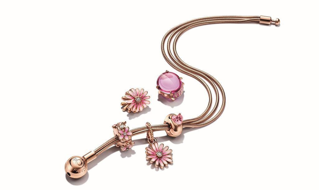 Zestaw w odcieniu Pandora Rose z bransoletką i charmsami