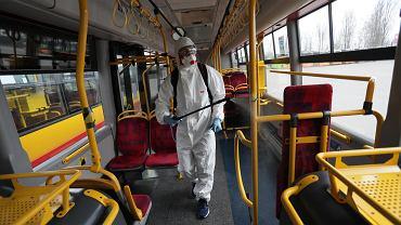 Mimo epidemii koronawirusa musi być więcej pasażerów w komunikacji miejskiej. Inaczej przewoźnicy grożą protestami
