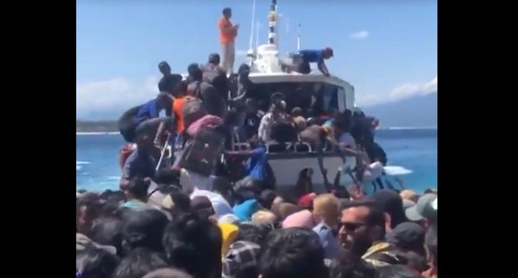 Trzęsienie ziemi w Indonezji. Ludzie tratowali się nawzajem, by dostać się na łodzie ratunkowe