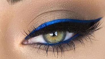 Niebieski eyeliner makijaż