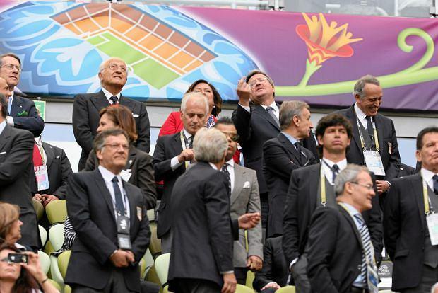 Zdjęcie numer 3 w galerii - Co Donald Tusk tłumaczy swojej żonie w czasie meczu Hiszpania - Włochy? My wiemy!