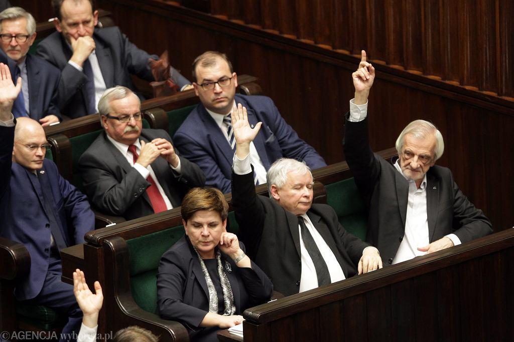 Posłowie PiS podczas głosowania w Sejmie