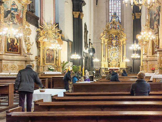 Zdjęcie numer 20 w galerii - Święconka w dobie pandemii. Jak wyglądała w toruńskich kościołach?