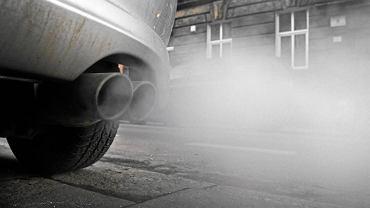 Smog jest szkodliwy dla zdrowia - jedną z przyczyn jego pojawiania się jest zwiększona emisja spalin