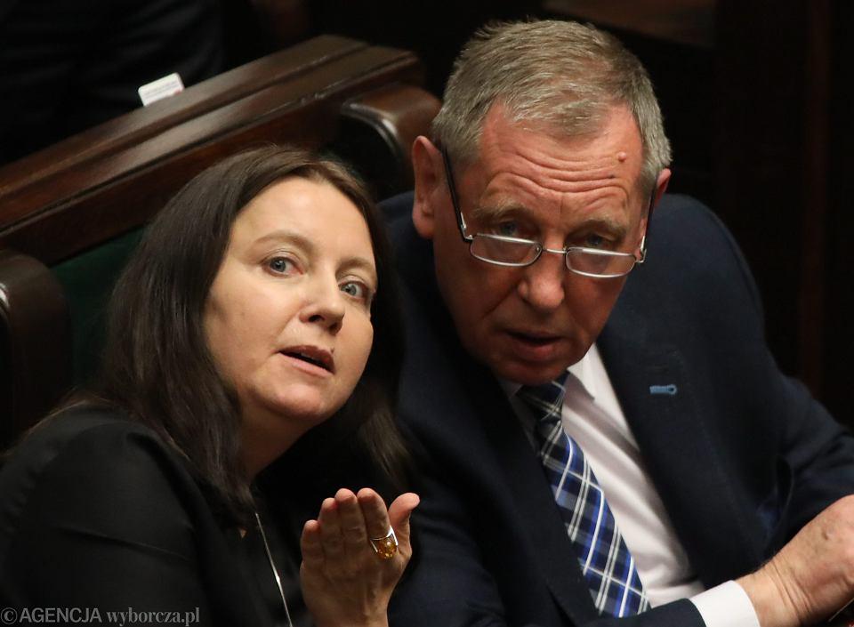 Posłanka PiS Joanna Lichocka i minister środowiska Jan Szyszko podczas głosowania w sejmie, 11 maja 2017.