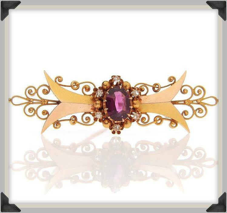 Brosza z granatem (Rosja, XIX w., biedermeier)  złoto pr. '56', '3', filigran, 1 almandyn, 6 rozet diamentowych, masa: 8,61 g