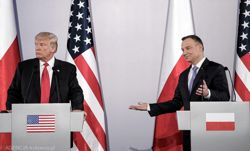 Prezydent USA Donald Trump podczas wspólnej konferencji prasowej z prezydentem RP Andrzejem Dudą w Warszawie, 2017 r.