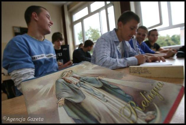 Nauka religii w szkole, pełne zaangażowanie uczniów. fot. AG