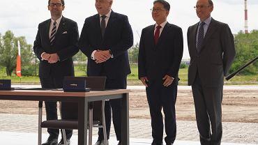 Orlen ogłosił inwestycję w rozbudowę kompleksu Olefin III. Na zdjęciu od lewej Daniel Obajtek, prezes Orlenu, Jacek Sasin, minister aktywów państwowych, Chang Hag Kim, prezes Hyundai Engineering oraz Juan Lladó, prezes Técnicas Reunidas.