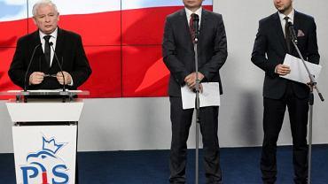 Jarosław Kaczyński w towarzystwie min. Zbigniewa Ziobry i Patryka Jakiego ogłasza powołanie komisji weryfikacyjnej ds. reprywatyzacji