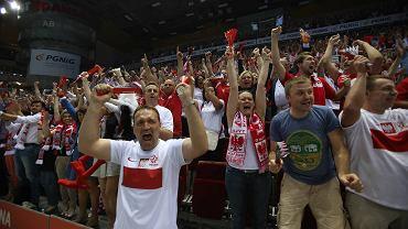 W pierwszym meczu eliminacyjnym do mistrzostw świata w Katarze w 2015 roku reprezentacja Polski w piłce ręcznej pokonała w dramatycznych okolicznościach Niemców 25:24, zwycięską bramkę zdobywając na pięć sekund przed końcem meczu. Do wygranej biało-czerwonych natchnęli kibice w Ergo Arenie, którzy szczelnie wypełnili trójmiejską halę
