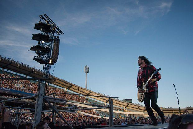 Dave Grohl broni młodego zespołu z Kornwalii!