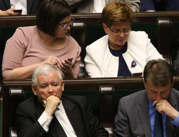 Małgorzata Sadurska, Beata Szydło, Jarosław Kaczyński i Mariusz Błaszczak w Sejmie