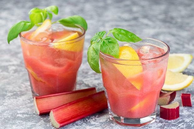 Lemoniada rabarbarowa. Zdjęcie ilustracyjne