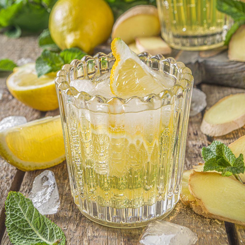 Miętowa lemoniada z imbirem i cytryną