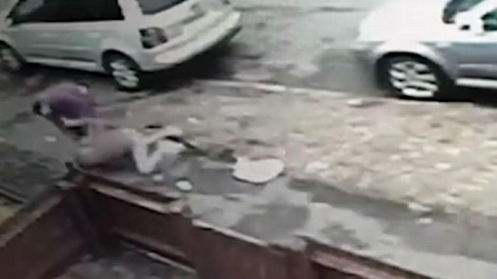 Mieszkaniec Derby napadł na 12-latkę w biały dzień