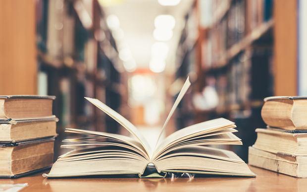 Epoki literackie po kolei - założenia, przedstawiciele i ramy czasowe