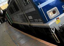 Pociąg TLK miał tylko jeden wagon. Pasażerowie wskakiwali oknami