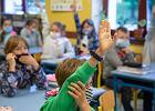 Epidemia, a rodzice tłoczą się na szkolnych zebraniach. Nie mogą się spotkać online?