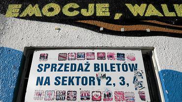 Kasa biletowa przed stadionem OSiR w Olsztynie