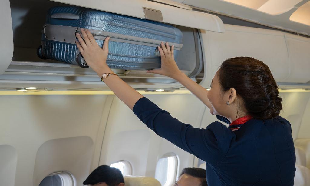 Stewardessy zmieniają stroje