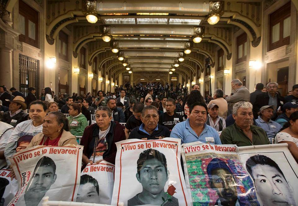 Uroczyste ogłoszenie powołania komisji prawdy do wyjaśnienia zaginięcia 43 studentów, do którego doszło cztery lata temu w mieście Iguala w stanie Guerrero.