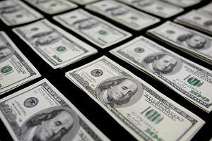 """Czas 100 dolarów się kończy? Banknot """"trzeba zabić"""", bo pomaga terrorystom, przestępcom i oszustom podatkowym"""
