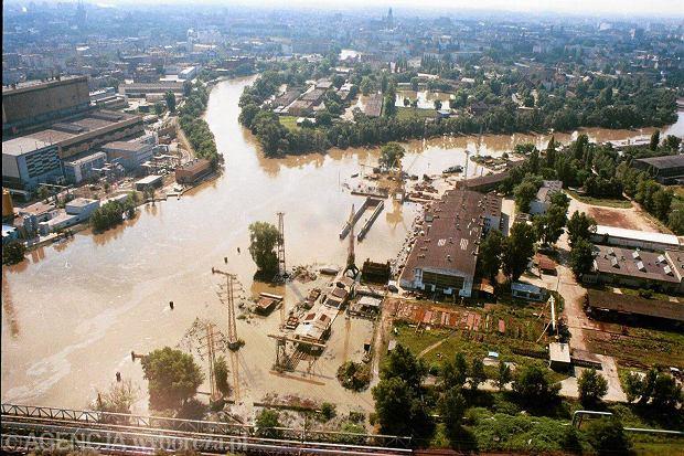 Zdjęcie numer 0 w galerii - 17 lat temu Odra zalała Wrocław. Tak wyglądało miasto [FOTO]