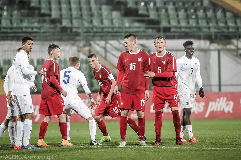 W towarzyskim meczu reprezentacji do lat 18 Polska uległa w Gdańsku Anglii 1:4. Z numerem 15 Sebastian Chruściel