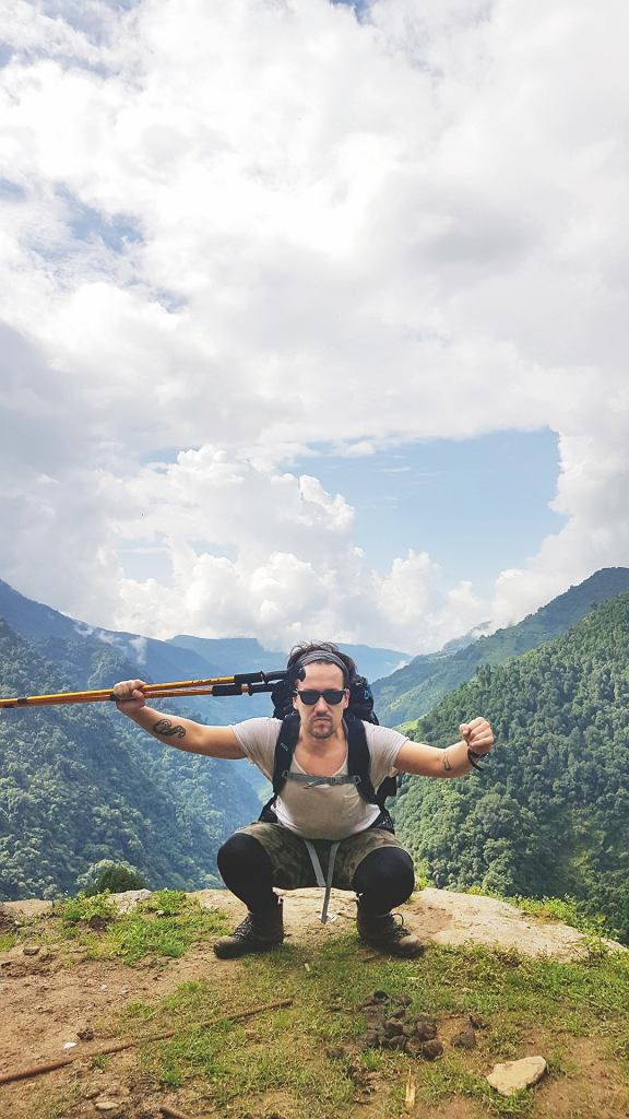 Jeszcze w dżungli. Czyli drugi dzień drogi. Za mną kanion rzeki Modi. Przede mną widok na Annapurnę.