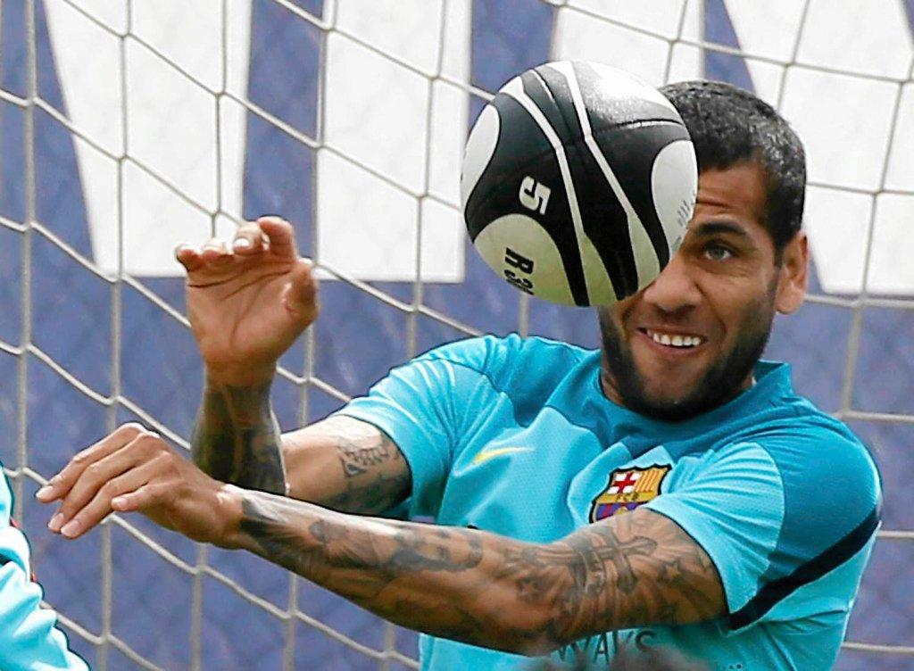 Piłkarze Barcelony do meczu z Realem szykowali się grając w rugby