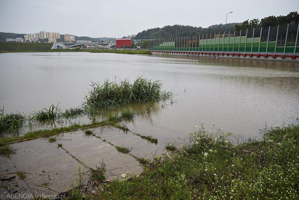 IMGW wydało czerwone alerty hydrologiczne (zdjęcie ilustracyjne)
