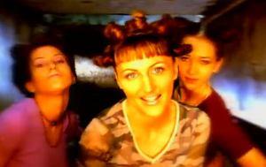 """Pierwszy solowy album Reni Jusis """"Zakręcona"""" ukazał się 20 czerwca 1998 roku. Co nowego artystka szykuje dla swoich fanów?"""