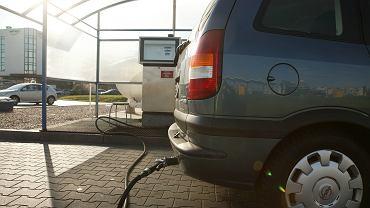 Tankowanie gazu, zdjęcie ilustracyjne