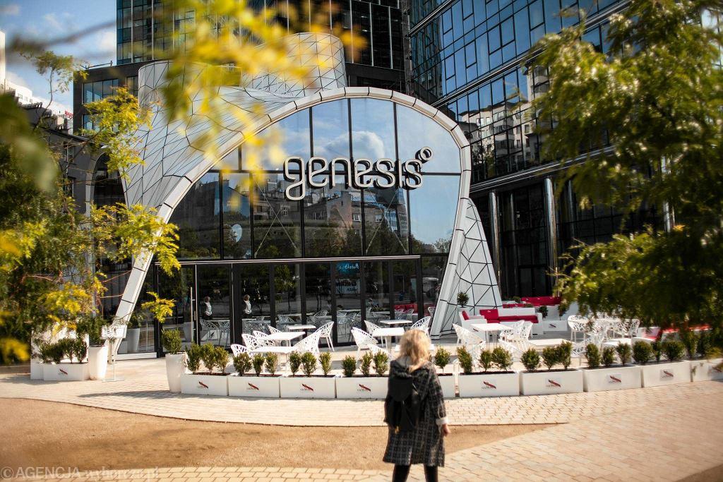 Restauracja Genesis na placu Europejskim / DAWID ŻUCHOWICZ