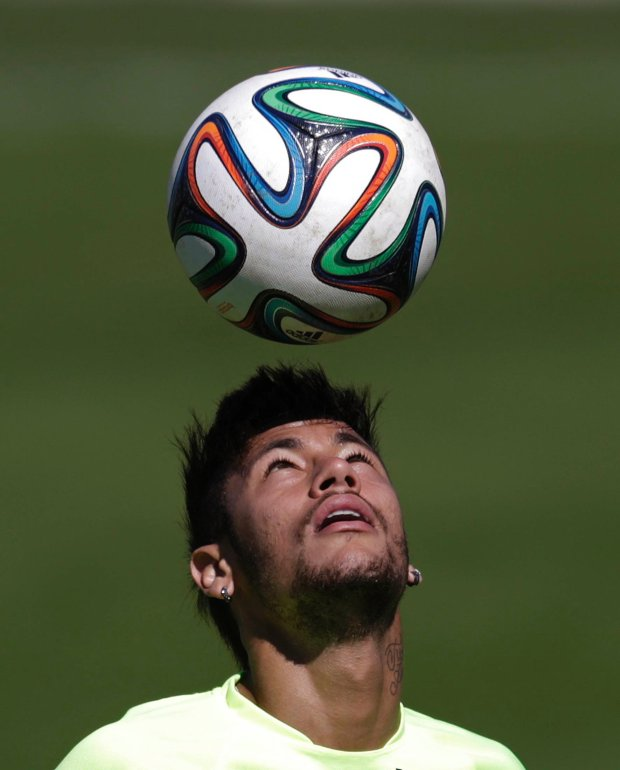 Brazil's national soccer team player Neymar controls the ball during a training session in Teresopolis, near Rio de Janeiro May 31, 2014. The Brazil national soccer team's training camp, in preparation for the 2014 World Cup in Brazil, began on May 26, in Teresopolis city. REUTERS/Ricardo Moraes (BRAZIL - Tags: SPORT SOCCER WORLD CUP)