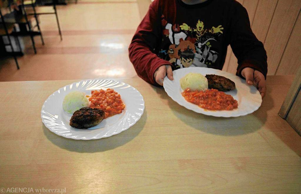 Ile w Polsce jest dzieci niedożywionych? Liczb pada wiele, a każda szacunkowa. Według PCK dotyczy to ok. 700 tys. dzieci