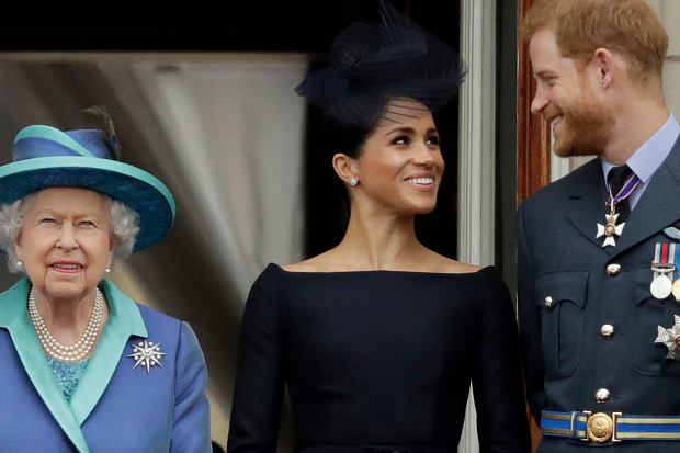 Rezygnacja z królewskich obowiązków przez Meghan i Harry'ego już od kilku tygodni jest na pierwszych stronach gazet w Wielkiej Brytanii. Co chwilę do mediów przedostają się nowe infromacje na ten temat - teraz przyjaciel byłej aktorki zdradził, co Markle myśli o całej sytuacji.