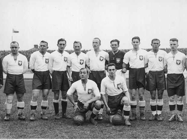 Reprezentacja Polski w 1933 roku. Józef Nawrot stoi 1. z prawej