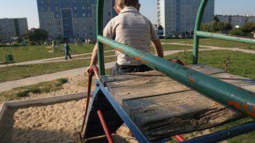 Bielsko-Biała: 2-letni chłopiec poparzony kwasem na placu zabaw. Na zjeżdżalni żrąca substancja