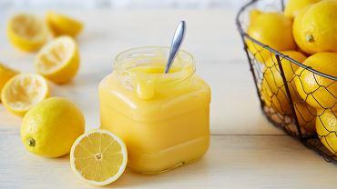 Lemon curd to krem przyrządzany na bazie jajek i masła. Sok z cytryny nadaje mu rewelacyjny aromat i kwaskowy smak
