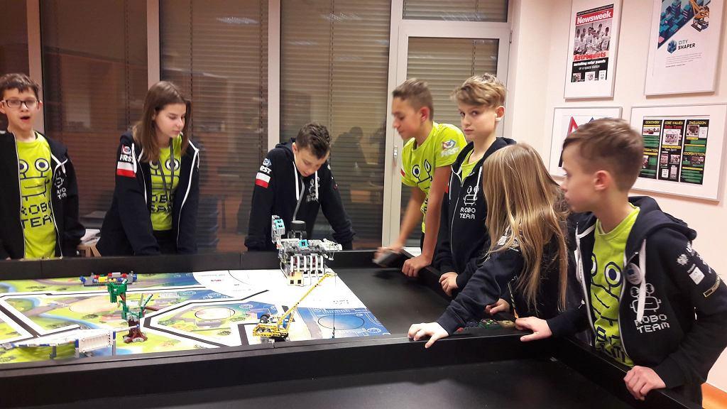 Uczniowie z Lublina stworzyli robota, który uczy, jak segregować śmieci