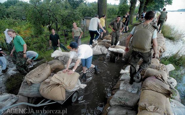 Zdjęcie numer 50 w galerii - 17 lat temu Odra zalała Wrocław. Tak wyglądało miasto [FOTO]