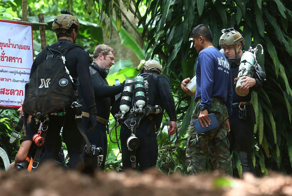 Tajlandia. Nie żyje ratownik, który dostarczał tlen do jaskini