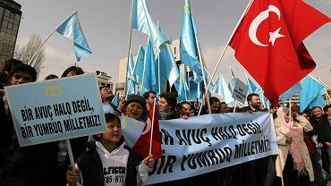 Pochodzący z Krymu Tatarzy w niedzielę protestowali w Ankarze