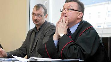 Jacek Ziętara, brat zamordowanego dziennikarza, oraz prokurator Piotr Kosmaty