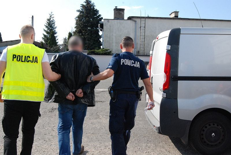 Rawicz. Policja zatrzymała 39-letniego uwodziciela. Wyłudzał pieniądze od rozkochanych kobiet