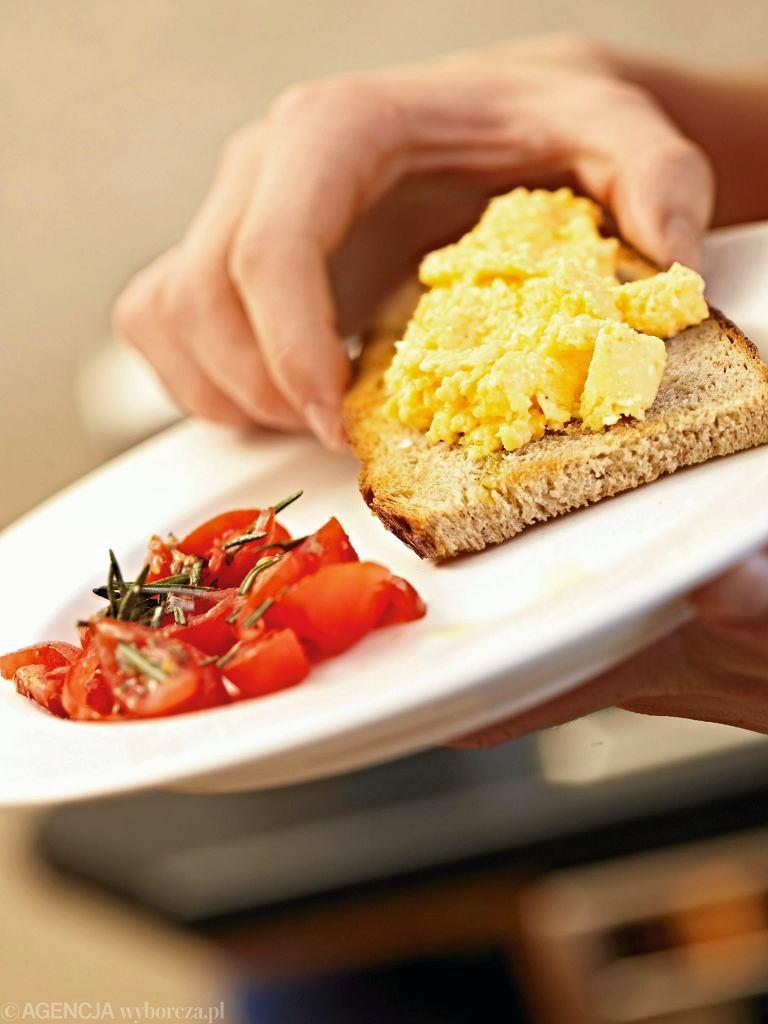 Jajecznica w Warszawie potrafi kosztować nawet 17 złotych