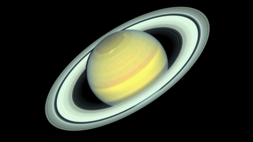 Zmieniający się Saturn w obiektywie Kosmicznego Teleskopu Hubble'a